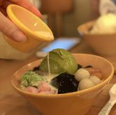 Foto Grass jelly + big boba + ice cream + sumo bpmb ball + mochi + red bean + taro di Sumoboo