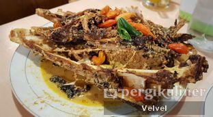 Foto 2 - Makanan(Kepala Ikan Manyung) di Kepala Manyung Bu Fat oleh Velvel