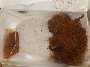 Foto 3 - Makanan di Nasi Ayam Bude Sari oleh Mouthgasm.jkt