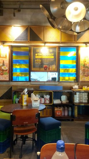 Foto 4 - Interior di The People's Cafe oleh Renodaneswara @caesarinodswr