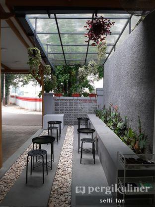 Foto 6 - Interior di Saksama Coffee oleh Selfi Tan