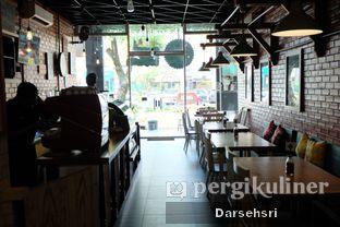 Foto 8 - Interior di B.F.F Kitchen oleh Darsehsri Handayani