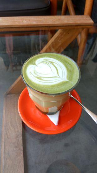 Foto 4 - Makanan(Green Tea Latte (IDR 45k)) di Tanamera Coffee Roastery oleh Renodaneswara @caesarinodswr