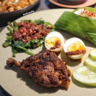 Foto 2 - Makanan(Nasi bebek bakar balacan) di TuaBaru oleh Stellachubby