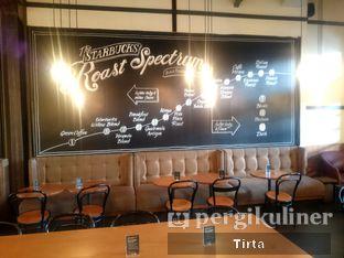 Foto 8 - Interior di Starbucks Coffee oleh Tirta Lie