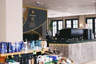 Foto 10 - Interior di Starbucks Reserve oleh Indra Mulia