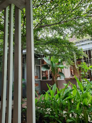 Foto 6 - Interior di Greens and Beans oleh Fatirrahmah Nandika