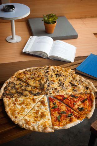 Foto review Sliced Pizzeria oleh yudistira ishak abrar 1