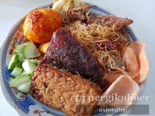 Foto 1 - Makanan di Nasi Ulam Garuda Ibu Juju oleh Asiong Lie @makanajadah