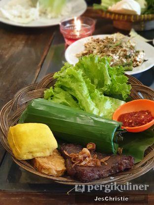 Foto 1 - Makanan(Nasi Timbel Komplit Empal) di Lembur Kuring oleh JC Wen