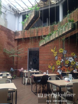 Foto 6 - Interior di Colibri Cafe & Bakery oleh a bogus foodie