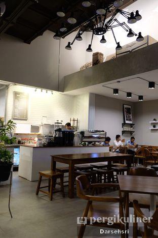 Foto 4 - Interior di Kapyc Coffee & Roastery oleh Darsehsri Handayani