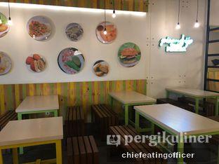 Foto 4 - Interior di Kedai Es Pisang Ijo Pemuda oleh Cubi