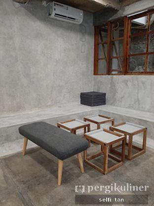 Foto 4 - Interior di Mineral Cafe oleh Selfi Tan