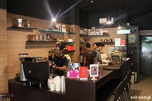 Foto 11 - Interior di Dailydose Coffee & Eatery oleh Kevin Leonardi @makancengli