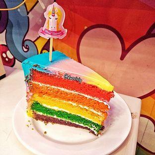 Foto 3 - Makanan(Miss Unicorn Rainbow Cake) di Miss Unicorn oleh duocicip