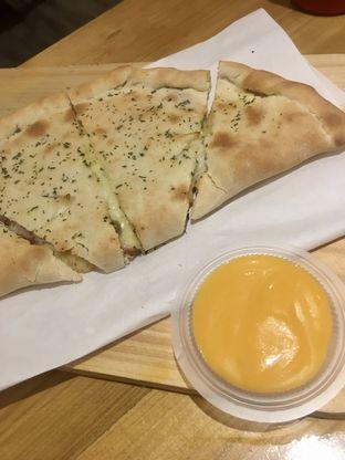 Foto 20 - Makanan di Monster Cheese Pizza oleh Prido ZH
