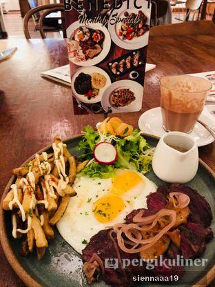 Foto 2 - Makanan(Steak & Eggs) di Benedict oleh Sienna Paramitha
