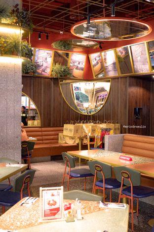 Foto 31 - Interior di Denny's oleh Indra Mulia