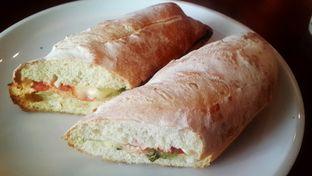 Foto 6 - Makanan(Spicy Tuna Sandwich - IDR 40,000 (Nett)) di Caribou Coffee oleh Rinni Kania