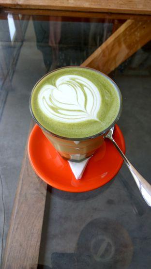 Foto 2 - Makanan(Green Tea Latte (IDR 45k)) di Tanamera Coffee Roastery oleh Renodaneswara @caesarinodswr