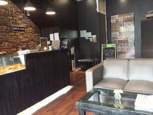 Foto 3 - Interior di Young & Rise Coffee oleh @stelmaris