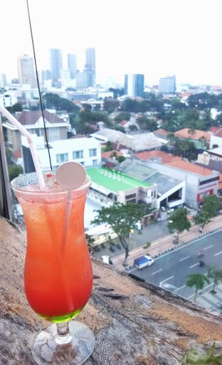 Foto review Kooffee Roof Bar - G Suites Hotel oleh Rere Afrilla 2