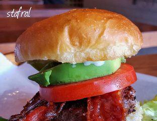 Foto - Makanan(California Burger) di Baconerie oleh Stanzazone