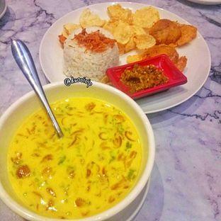 Foto 5 - Makanan(Medanese soto with rice) di Garage Cafe oleh duocicip