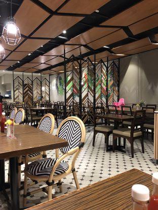 Foto 4 - Interior di Glosis oleh @Sibungbung