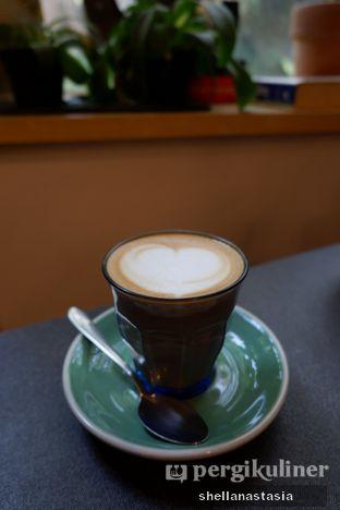 Foto 2 - Makanan(Hot Latte) di 7 Speed Coffee oleh Shella Anastasia