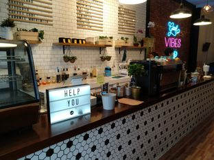 Foto 8 - Interior di Dimitree Coffee & Eatery oleh Rachmat Kartono