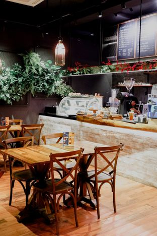 Foto 22 - Interior di Six Ounces Coffee oleh Indra Mulia