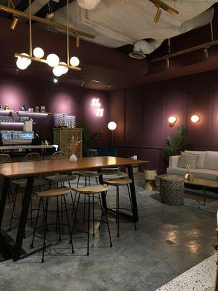 Foto 5 - Interior di 11:11 Coffee oleh Jeljel