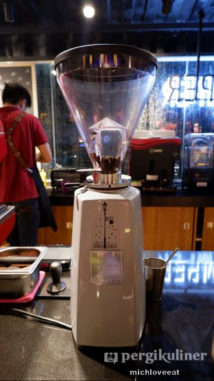 Foto 7 - Interior di Tamper Coffee oleh Mich Love Eat