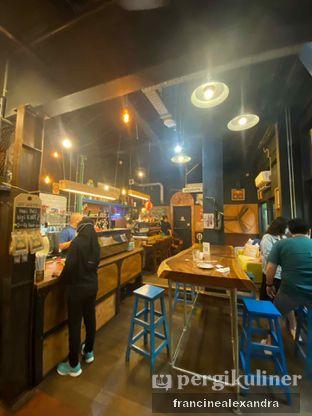 Foto 7 - Interior di Giyanti Coffee Roastery oleh Francine Alexandra