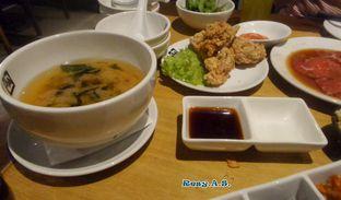 Foto 3 - Makanan(miso soup yang enak banget nggak ada bau-bau yang aneh. selain itu karaagenya juga enak) di Gyu Kaku oleh Resy Alifiyanti