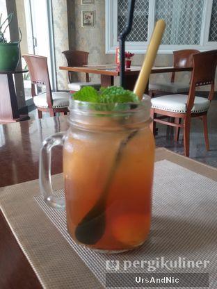 Foto 1 - Makanan(lychee ice tea) di Rumah Putih oleh UrsAndNic
