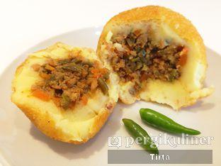 Foto 3 - Makanan di Rokue Snack oleh Tirta Lie