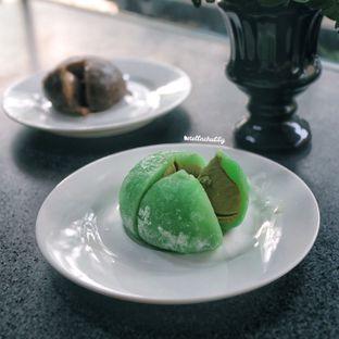 Foto 6 - Makanan(Mochi ice cream matcha) di Tamper Coffee oleh Stellachubby