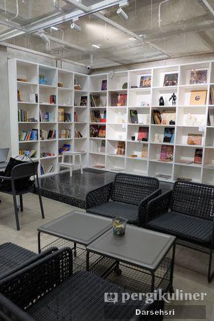 Foto 3 - Interior di Tu7uhari Coffee oleh Darsehsri Handayani