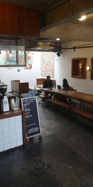 Foto 10 - Interior di Koultoura Coffee oleh om doyanjajan