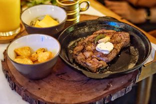 Foto 1 - Makanan(Australian Sirloin Steak) di Roots oleh Fadhlur Rohman
