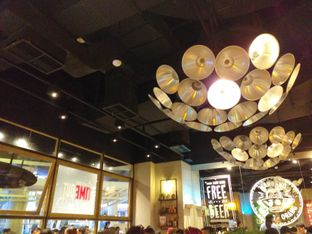 Foto 7 - Interior di The People's Cafe oleh Qorry Ayuni