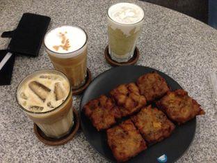 Foto 1 - Makanan di YOMS Pisang Madu & Gorengan oleh awakmutukangmakan