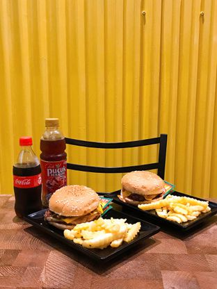 Foto 1 - Makanan di FIX Burger oleh yudistira ishak abrar