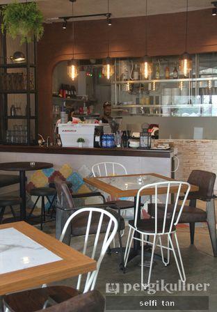 Foto 6 - Interior di Compagnie Koffie oleh Selfi Tan