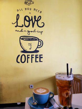 Foto 1 - Makanan di Yellow Truck Coffee oleh Theodora