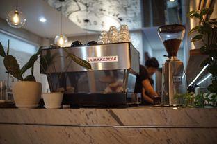 Foto 6 - Interior di Pivot Coffee oleh Fadhlur Rohman