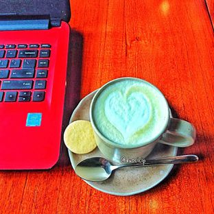 Foto 31 - Makanan(Avocado latte ) di Convivium oleh duocicip